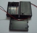 Caja Portapilas con Interruptor y Tapa para 3 pilas AA